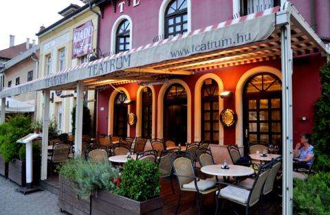 Hotel Teatrum- Zahnbehandlung Ungarn mit F. Oswald Consulting GmbH Treffpunk in Györ